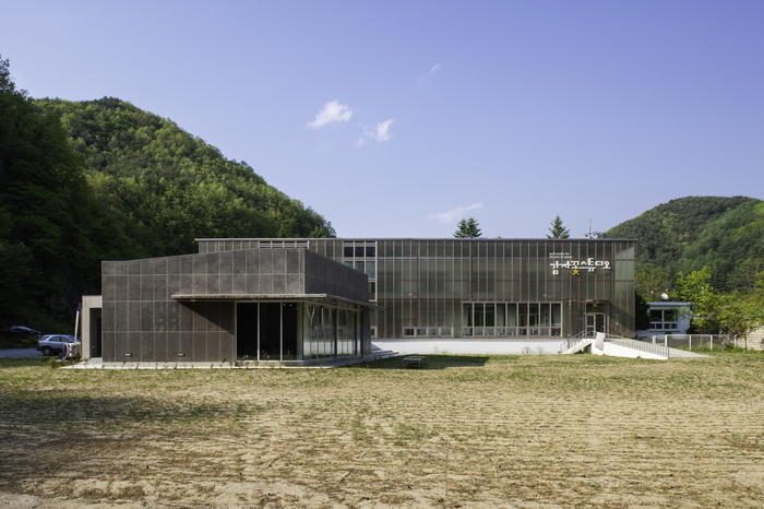Potato Blossom Studio in Pyeongchang, Gangwon Province, designed by architect Yi Jong-ho (Arko Art Center)