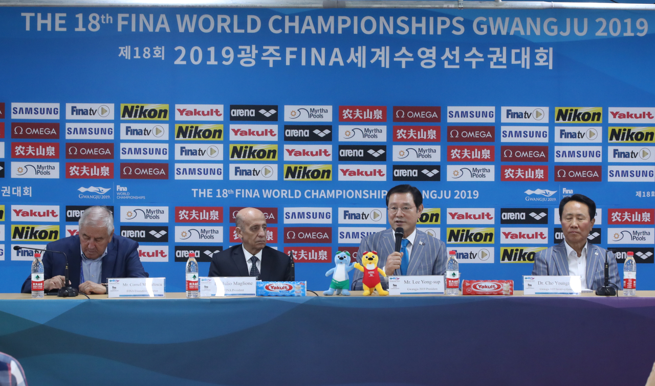 Executive director of FINA Cornel Marculescu (far left) (Yonhap)