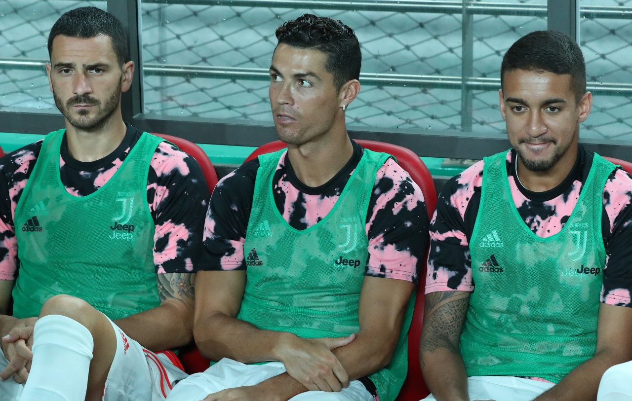 Portuguese soccer star Cristiano Ronaldo (middle) of Juventus FC sits out during a friendly exhibition against a team of K League players Friday at World Cup Stadium in western Seoul. (Yonhap)