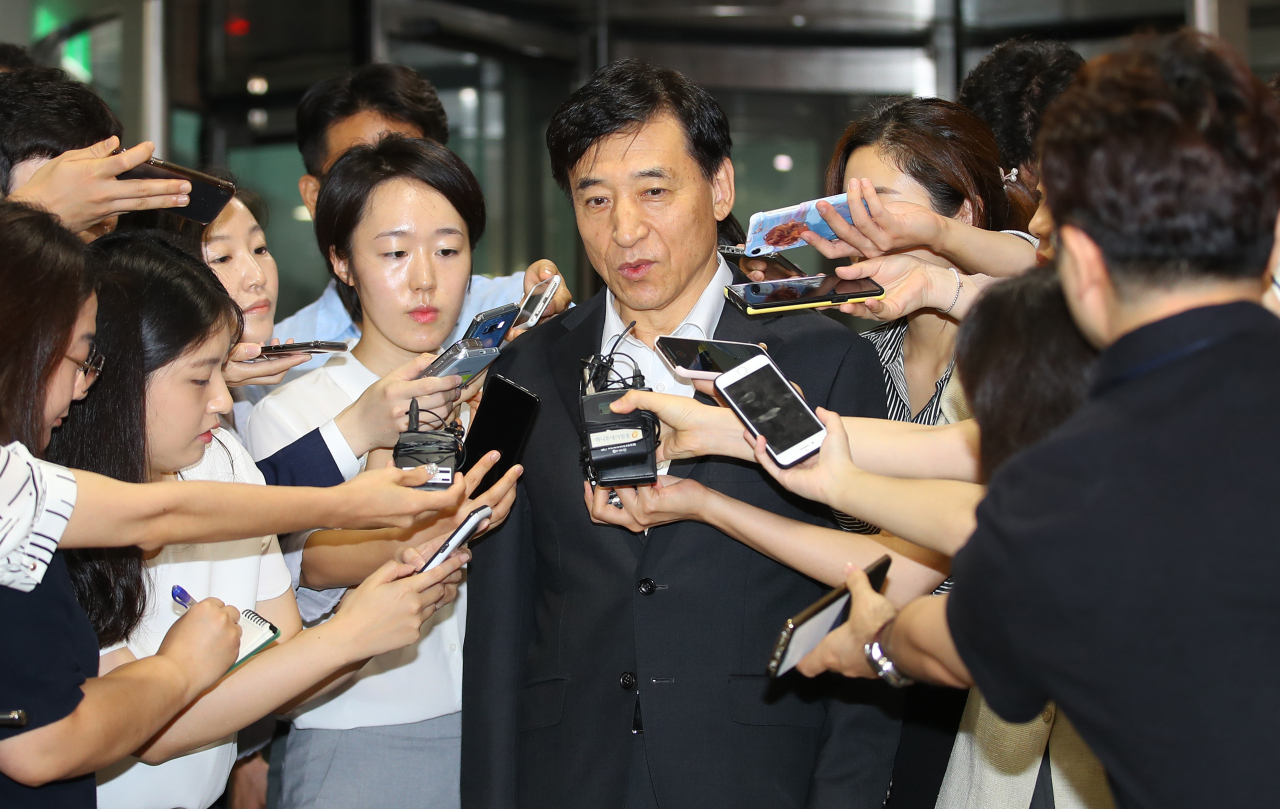 Bank of Korea Gov. Lee Ju-yeol answers reporters` questions on Thursday morning, hours after the US` rate cut announcement. (Yonhap)