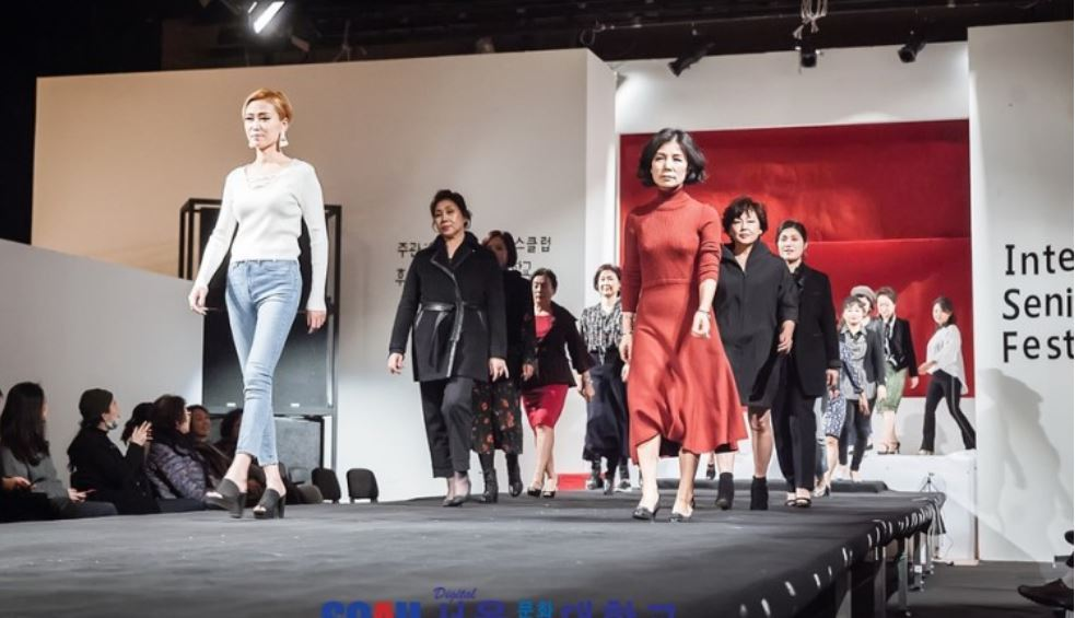 "A college in Seoul holds a senior models-oriented fashion show. The model department has added a ""silver industry model"" major. (Digital Seoul Culture Arts University)"