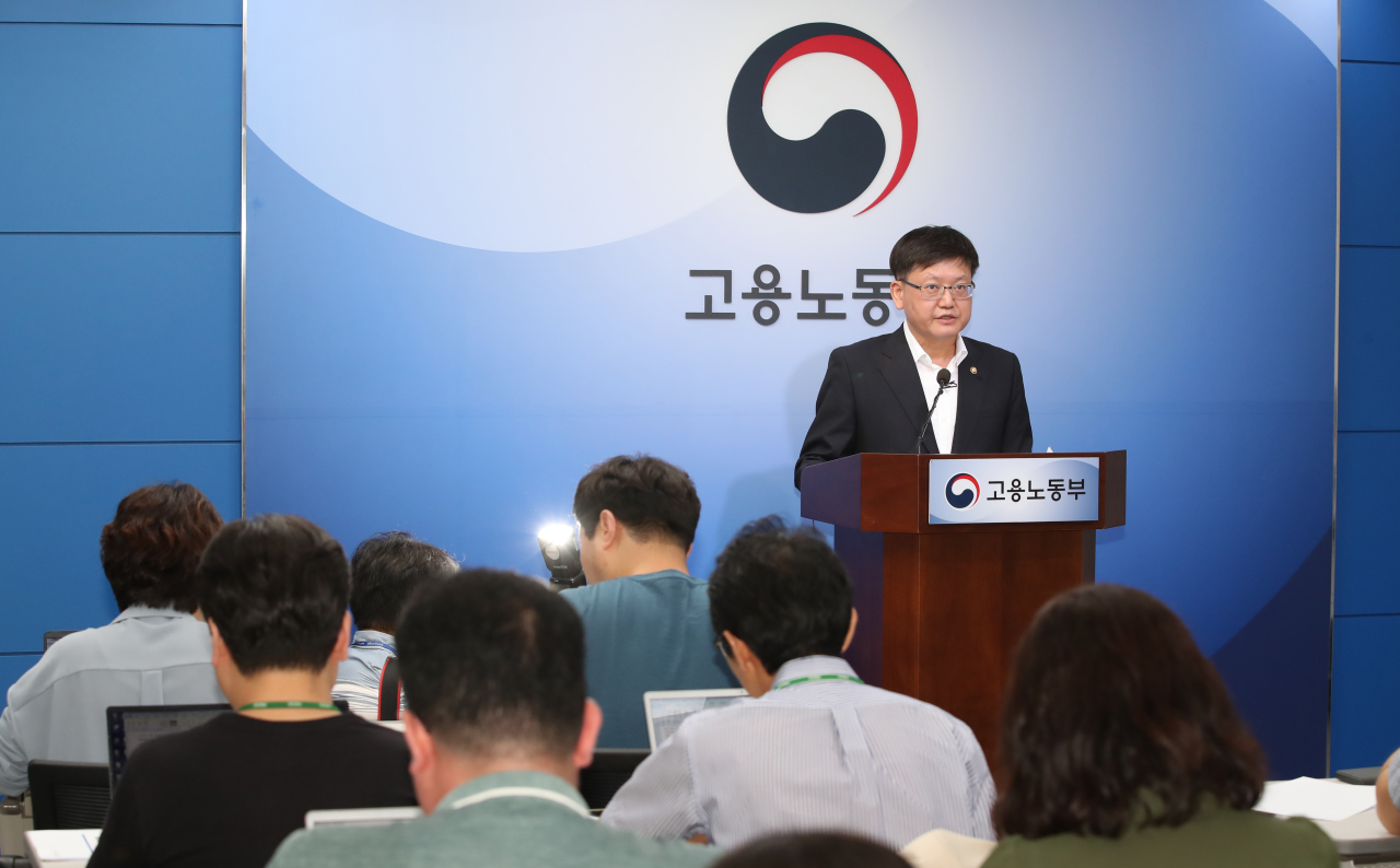 Employment and Labor Vice Minister Lim Seo-jung speaks at a press briefing on next year's minimum wage at the ministry's office in Sejong on Monday. (Yonhap)