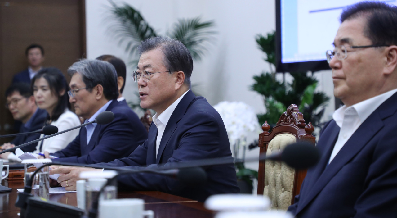 President Moon Jae-in speaks at the weekly meeting with senior aides on Monday. (Yonhap)