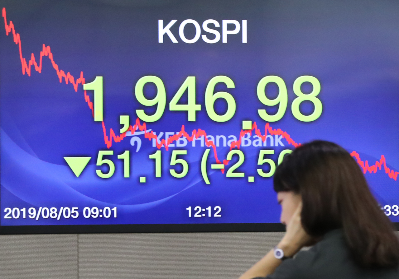 An electronic index board at the dealing room of KEB Hana Bank headquarters in central Seoul shows the Kospi prices. (Yonhap)