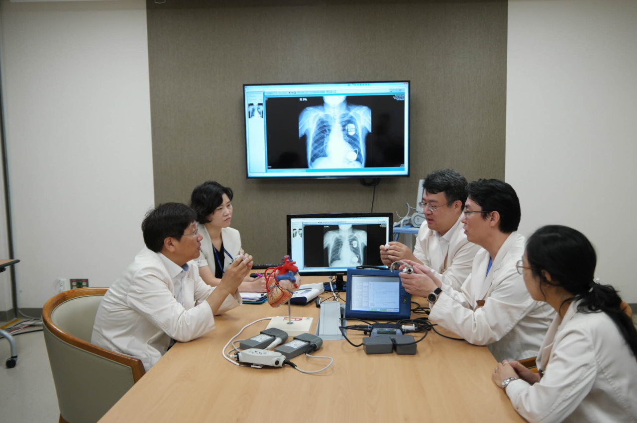Samsung Medical Center's cardiac surgeons (Samsung Medical Center)