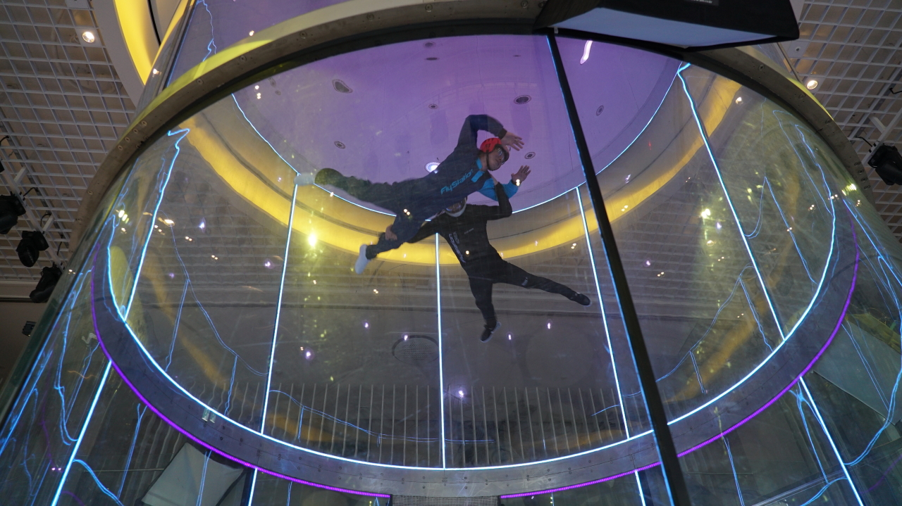 A man participates in an indoor skydiving program Tuesday at Fly Station Korea in Maseong-ri, Yongin, Gyeonggi Province. (Yoon Min-sik/The Korea Herald)