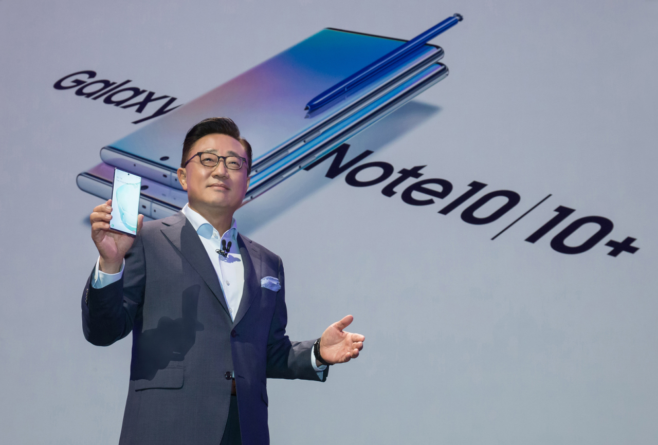 Samsung CEO Koh Dong-jin presents the Galaxy Note 10 lineup at Barclays Center in New York on Wednesday. (Samsung Electronics)