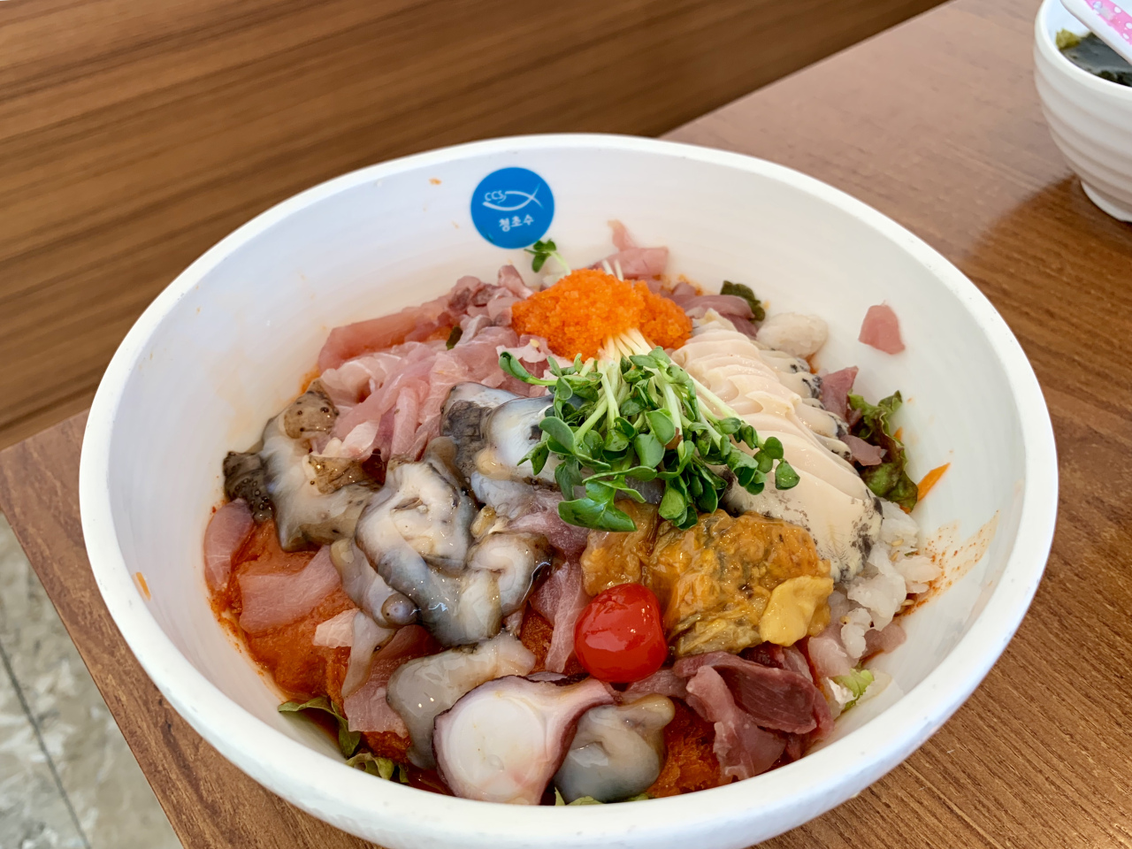 Mulhoe, cold raw fish soup, at Chungchosoo Fish (Im Eun-byel / The Korea Herald)