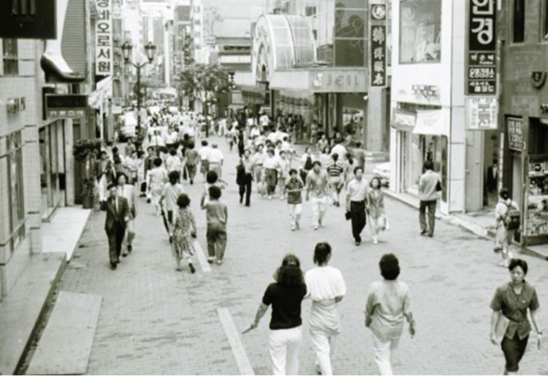 A street in Myeong-dong, Seoul, 30 years ago (Seoul City)