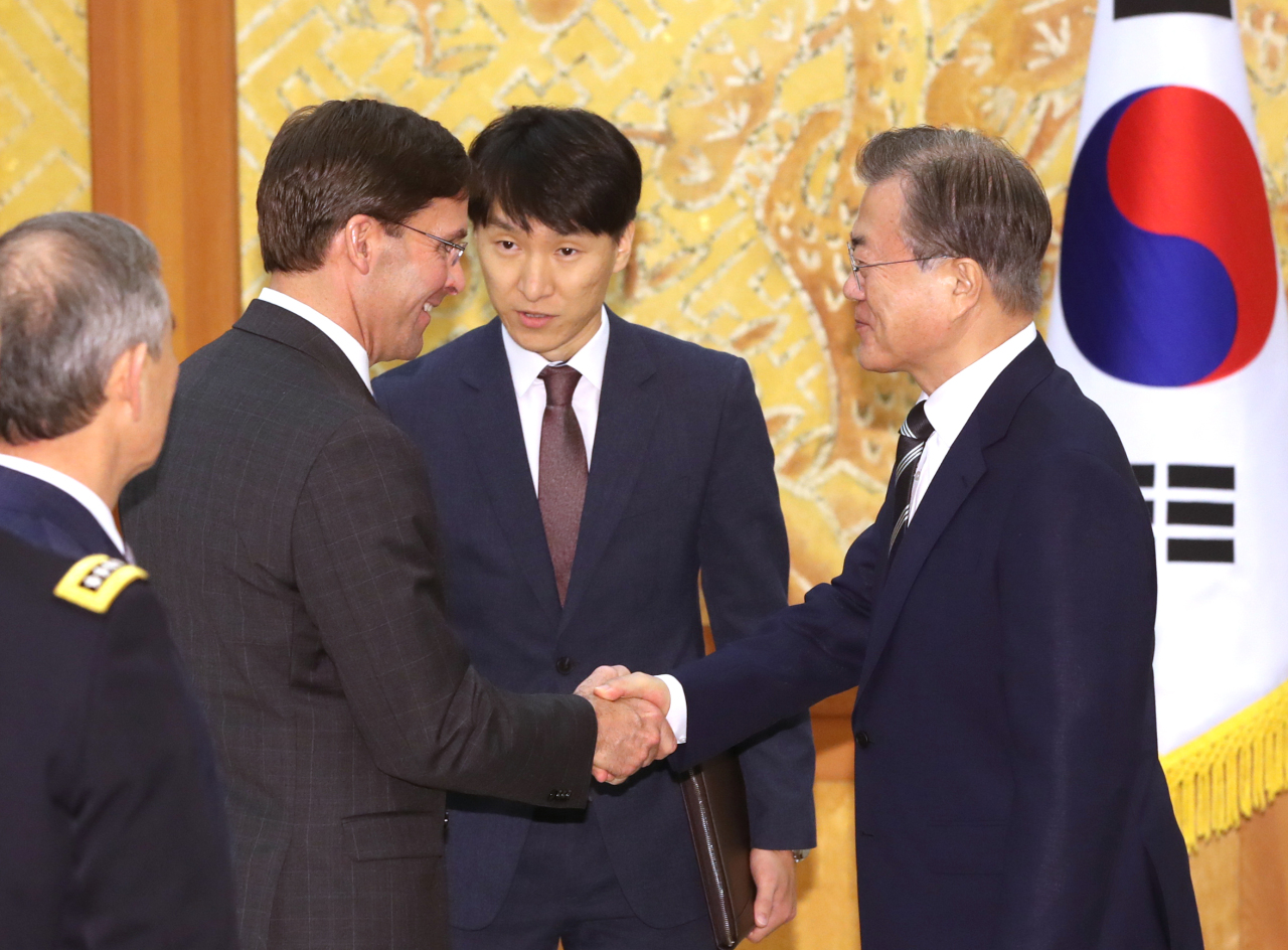 President Moon Jae-in (right) and US Defense Secretary Mark Esper (Yonhap)