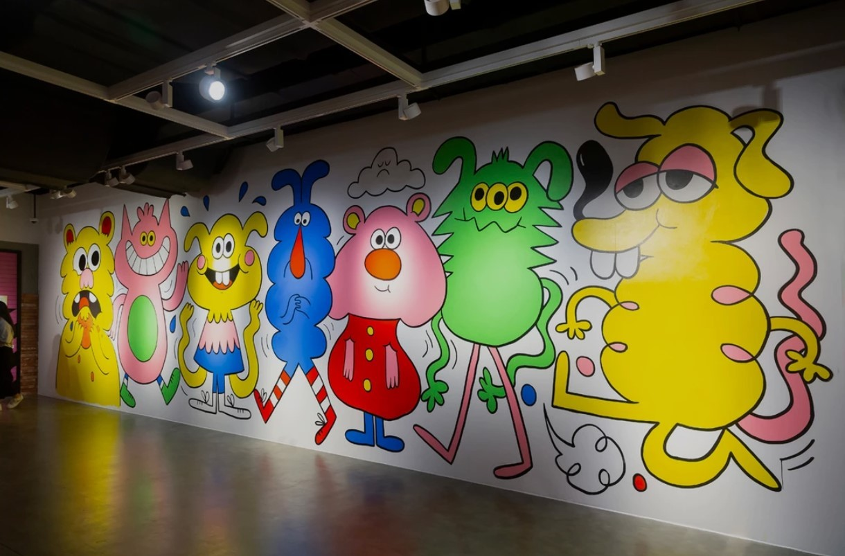 A large mural that Jon Burgerman painted before the opening of his Seoul exhibition at M Contemporary (Courtesy of Jon Burgerman)