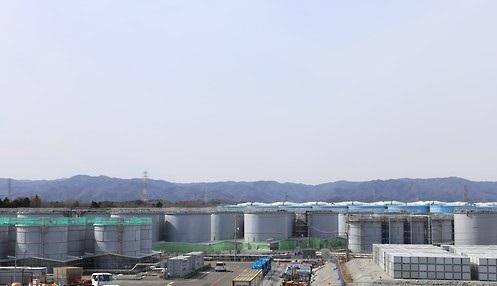 Storage tanks that holds contaminated water at the Fukushima No.1 nuclear power plant. (Yonhap)