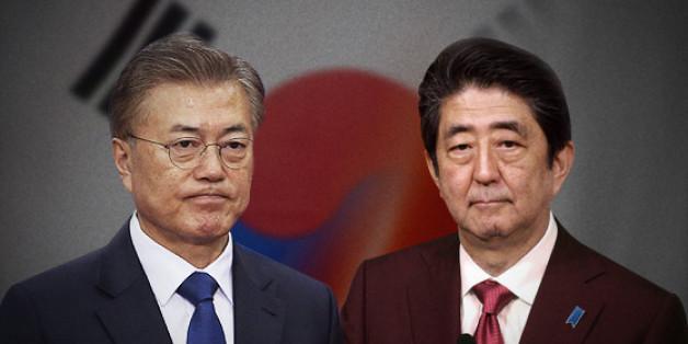 South Korea`s President Moon Jae-in(left) and Japanese Prime Minister Shinzo Abe. (Yonhap)