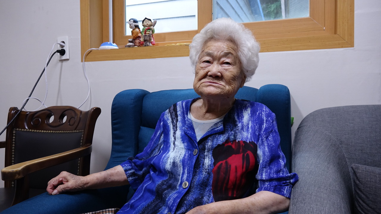 Lee Ok-sun, a 92-year-old Busan native, speaks to The Korea Herald at The House of Sharing. (Kim Arin/The Korea Herald)