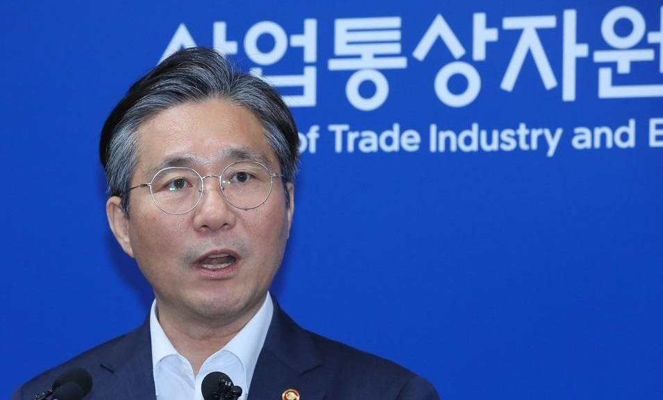 This photo, taken on Aug. 12, 2019, shows Trade Minister Sung Yun-mo speaking at a press briefing in the administrative city of Sejong over South Korea`s move to remove Japan from its list of trusted trading partners. (Yonhap)