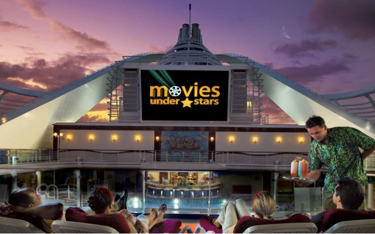 Passengers of a cruise ship enjoy movies on deck. (Onlinetour.co.kr)
