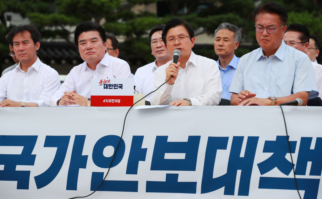 Hwang Kyo-ahn, chief of the main opposition Liberty Korea Party, speaks during a rally against the government near the presidential office Cheong Wa Dae in Seoul on Aug. 16, 2019. (Yonhap)