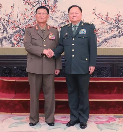 Kim Su-gil (L), director of the General Political Bureau of the Korean People's Army, shakes hands with Zhang Youxia, vice chairman of China's Central Military Commission, in this photo posted on the website of China's defense ministry. (Yonhap)