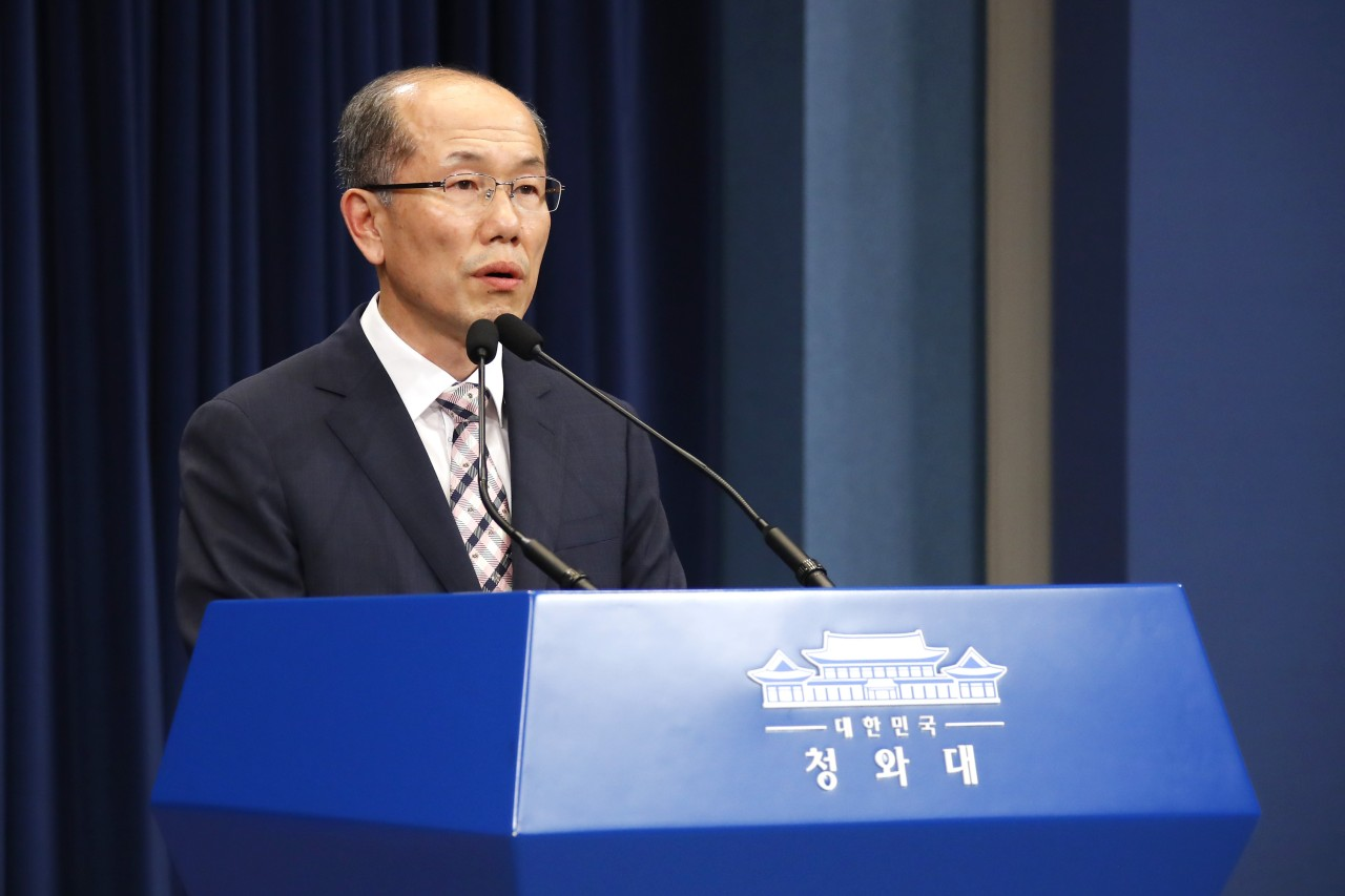 Kim You-geun, deputy director of South Korea's presidential national security office, announces that Seoul will not renew intel-sharing pact with Japan. (Yonhap)