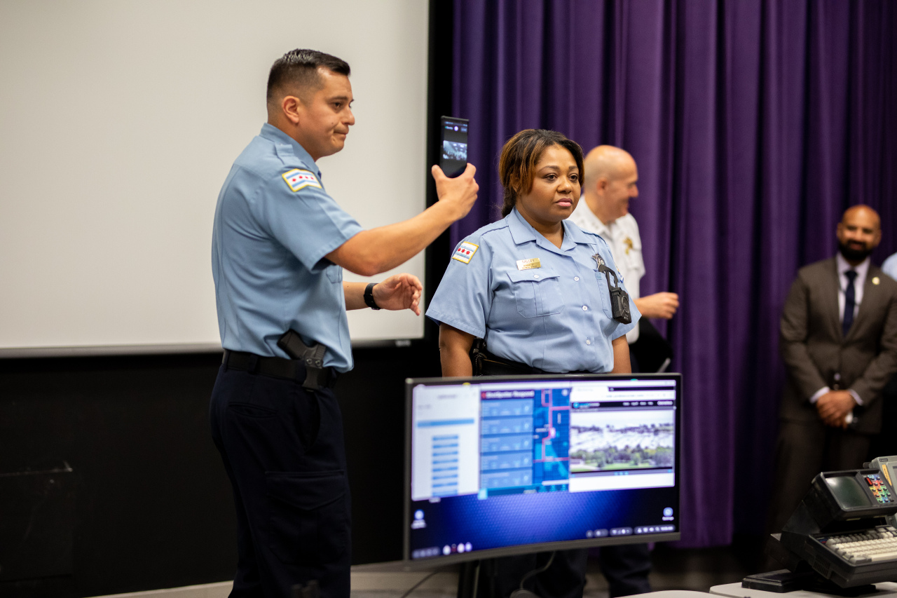 Chicago Police Department officers demonstrate Samsung's DeX In-Vehicle Solution at a press conference in Chicago on Wednesday. (Samsung Newsroom)
