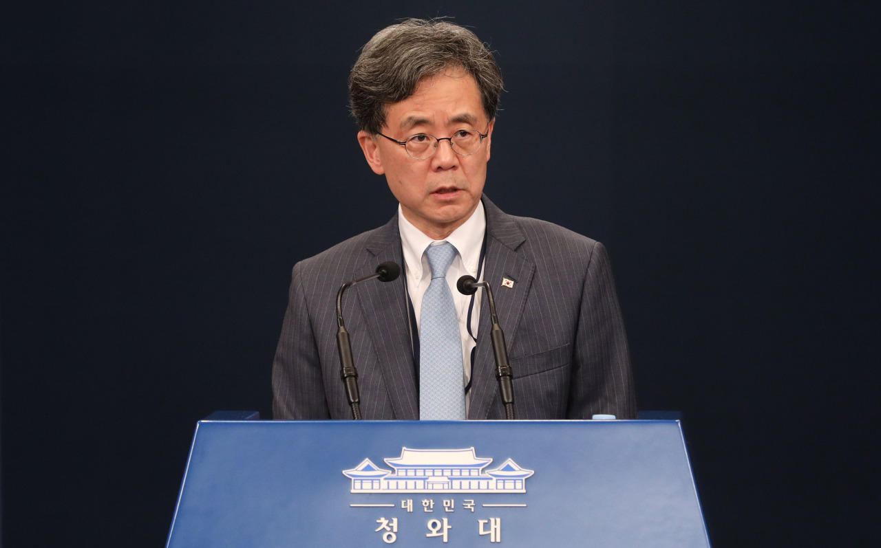 South Korea's Deputy National Security Adviser Kim Hyun-chong speaks during a press conference at Cheong Wa Dae, Friday (Yonhap)