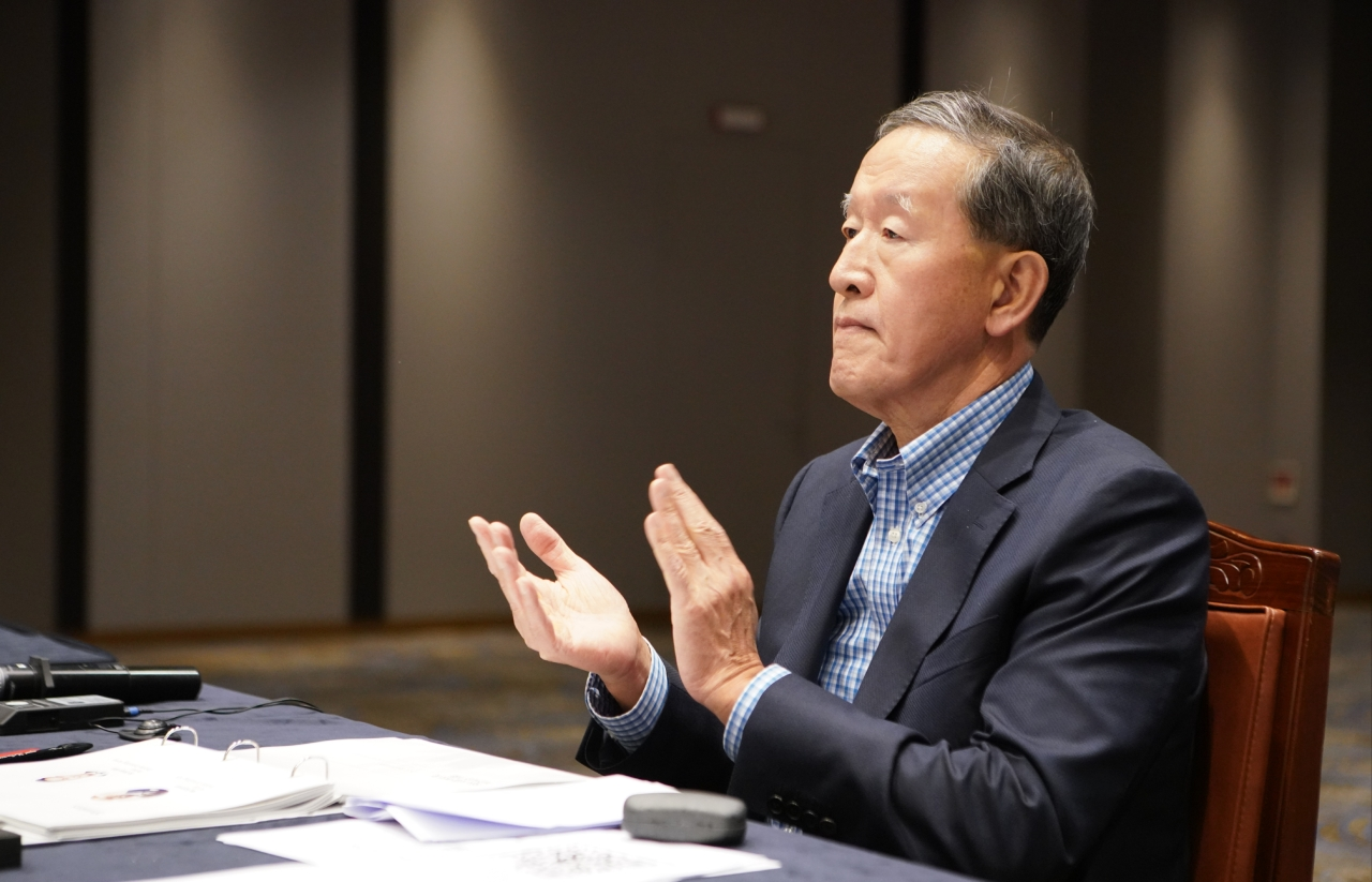 GS Group Chairman Huh Chang-soo attends a strategy meeting held on Saturday and Sunday. (GS Group)