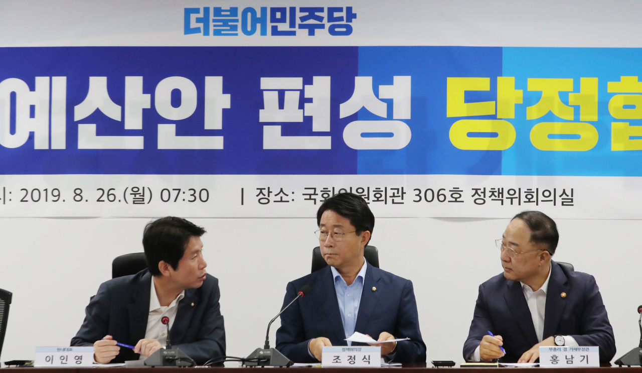 From left: Lee In-young, Cho Jung-sik, Hong Nam-ki (Yonhap)