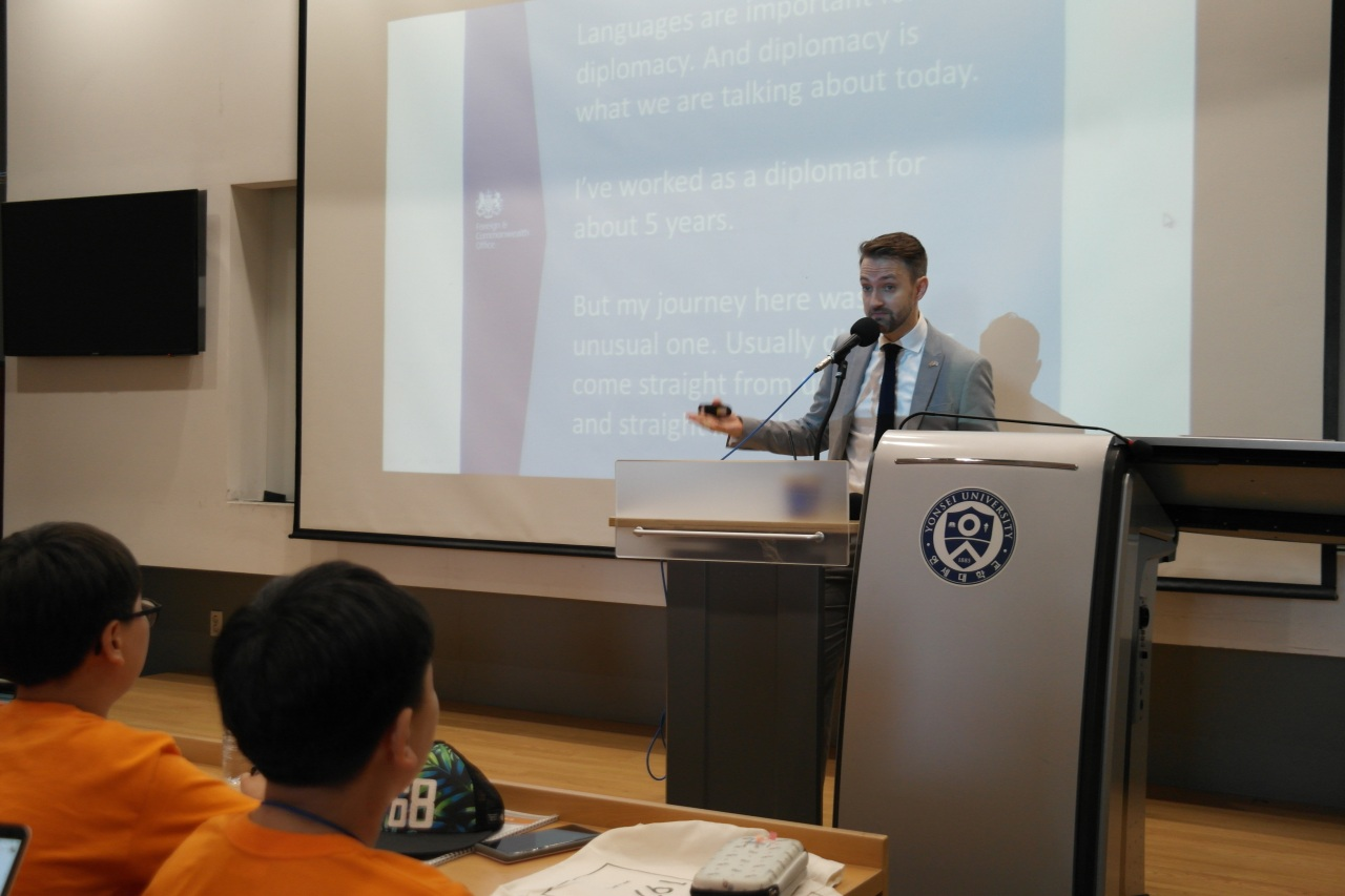 British Embassy Economic and Prosperity Counselor Mark Buttigieg speaks to students at the Young Diplomats Academy in Songdo, Incheon, on Aug. 2. (The Korea Herald Young Diplomats Academy and Young Opinion Leaders' Knowledge Forum)