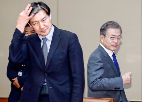 President Moon Jae-in (right) and Justice Minister nominee Cho Kuk, who was the senior presidential secretary for civil affairs in this photo (Yonhap)