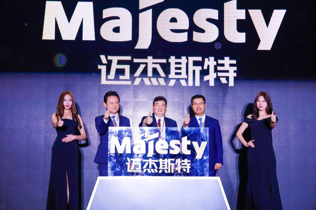 Kumho Tire CEO Jeon Dae-jin (second from left) attends a product launch event in China in June. Kumho Tire