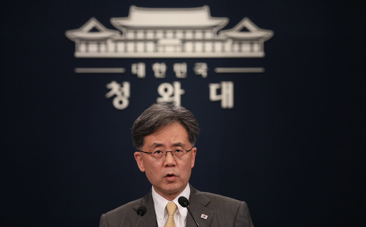 South Korea's Deputy National Security Adviser Kim Hyun-chong holds a press conference at Cheong Wa Dae on Wednesday. (Yonhap)