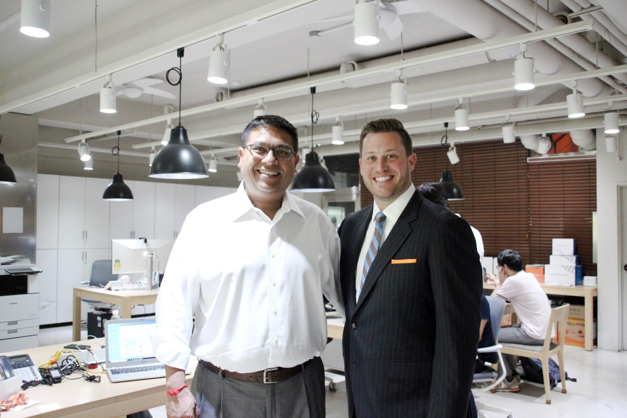 Eric Bernabei and Lumos Partners' Vivek Goyal, the IPO consultant for Avellino Labs (Lim Jeong-yeo/The Korea Herald)