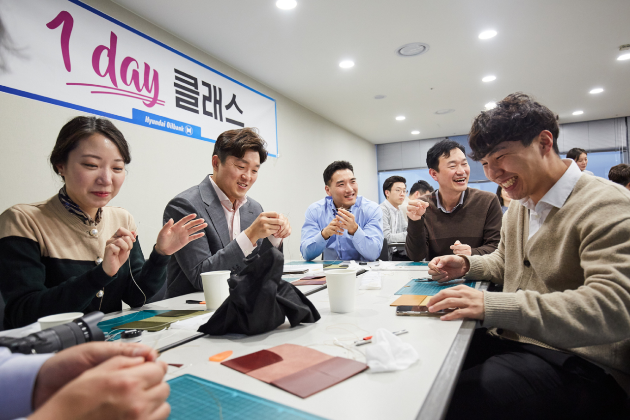 Employees of Hyundai Oilbank participate in a leathercraft class.