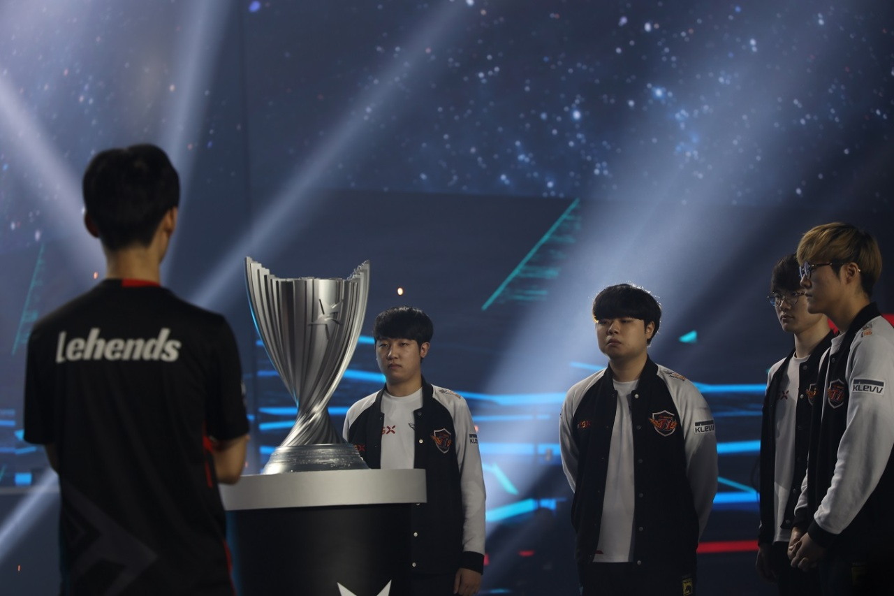 The LCK Summer 2019 finals trophy goes to SKT T1 (Lim Jeong-yeo/The Korea Herald)