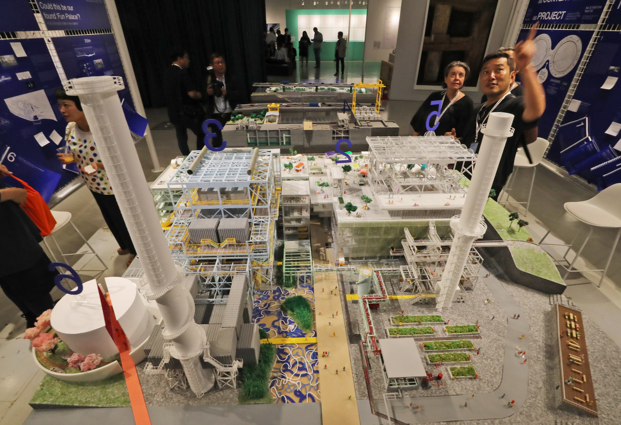 "A prototype of Mass Studies' ""Danginri Podium and Promenade,"" which won the Danginri Comprehensive Cultural Space Design Competition, is on display at Dongdaemun Design Plaza. (Yonhap)"