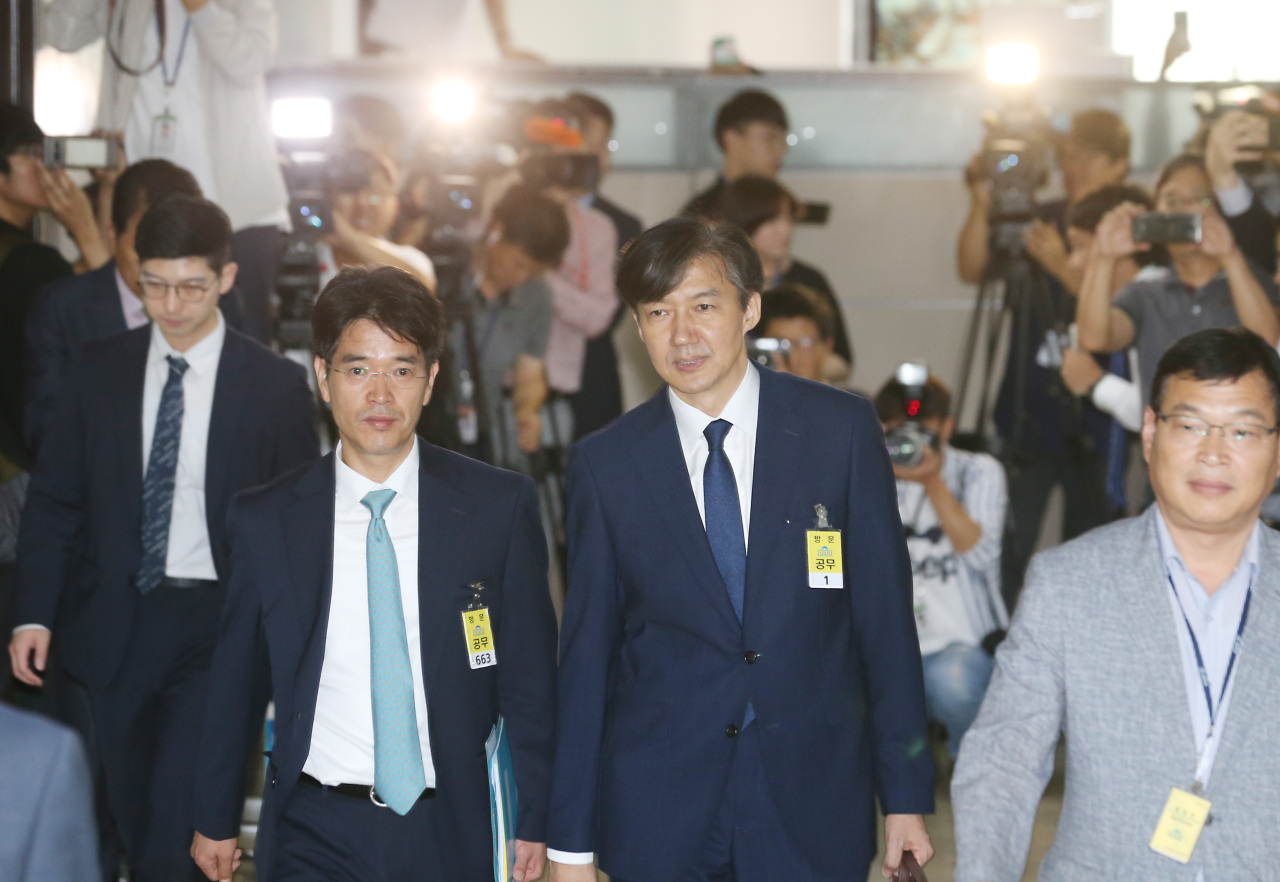 Justice Minister nominee Cho Kuk (second from right) enters the National Assembly for his parliamentary confirmation hearing Friday morning. (Yonhap)