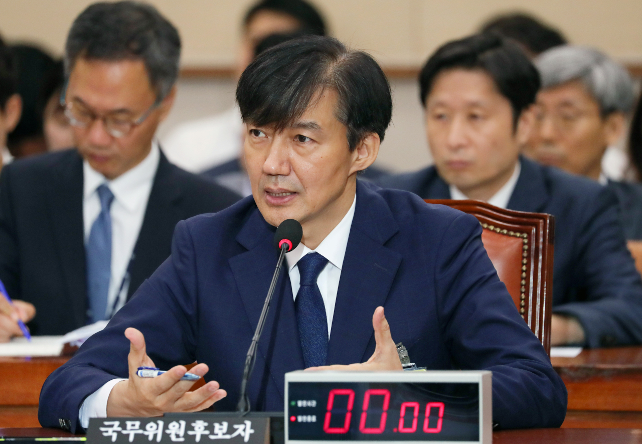 cap/Justice Minister nominee Cho Kuk speaks during a parliamentary confirmation hearing Friday at the National Assembly. (Yonhap)