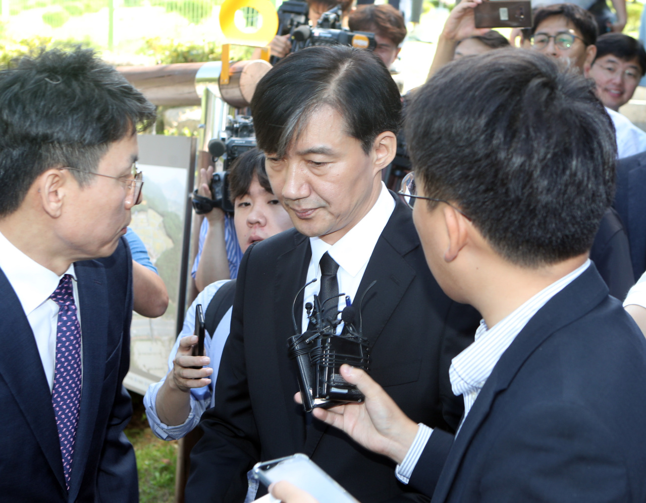 Cho Kuk responds to reporters Saturday. (Yonhap)