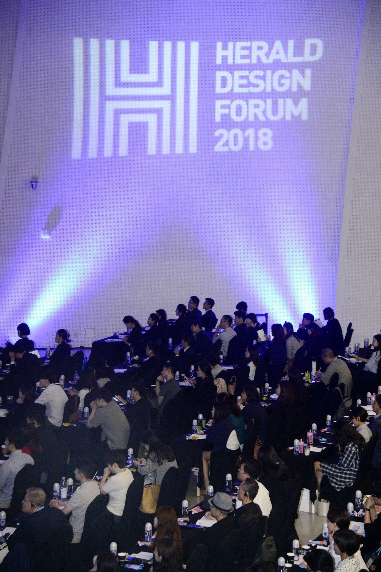 People attend Herald Design Forum 2018 at Dongdaemun Design Plaza in Seoul on Sept. 14, 2018 (Herald DB)