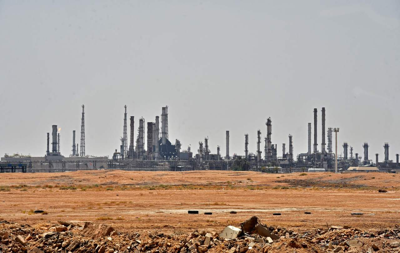 A picture taken on September 15, 2019 shows an Aramco oil facility near al-Khurj area, just south of the Saudi capital Riyadh. - Saudi Arabia raced today to restart operations at oil plants hit by drone attacks which slashed its production by half, as Iran dismissed US claims it was behind the assault. The Tehran-backed Huthi rebels in neighbouring Yemen, where a Saudi-led coalition is bogged down in a five-year war, have claimed thi weekend`s strikes on two plants owned by state giant Aramco in eastern Saudi Arabia. (AFP)