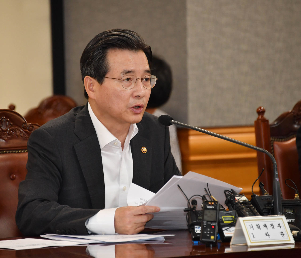 Kim Yong-beom, first vice minister of finance, speaks in a meeting of senior economic policymakers on Tuesday. (Ministry of Economy and Finance)