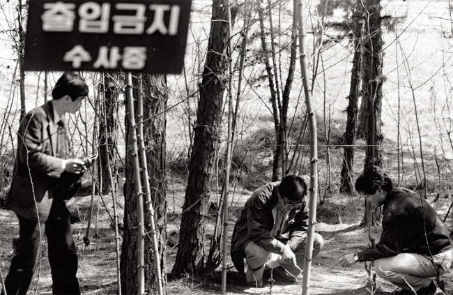 Police authorities investigate one of the crime scenes of the Hwaseong serial killings in the 1980s.