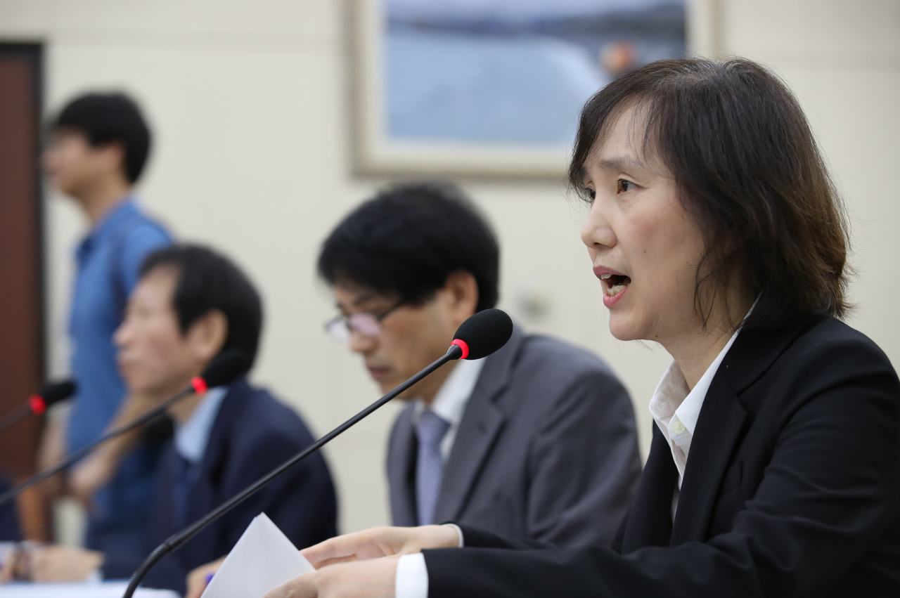 Dohk Goh-soon, vice chairwoman of the Korea Institute of Defense Analyses, speaks at a parliamentary hearing on alternative service for conscientious objectors on Thursday. (Yonhap)