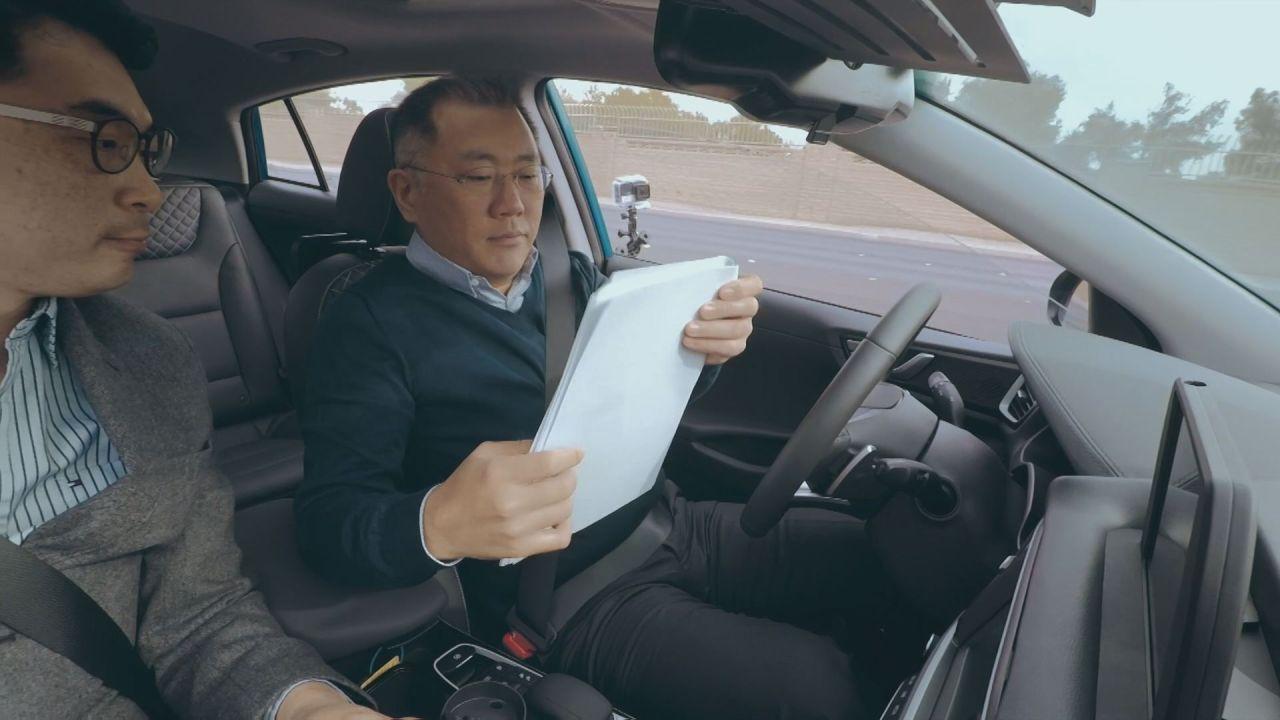 Hyundai Motor Group Executive Chairman Chung Euisun test-drives Hyundai's autonomous vehicle in Las Vegas in 2017. (Hyundai Motor)