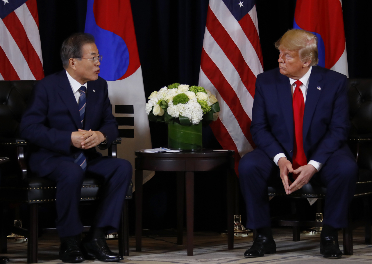 President Moon jae-in and US President Donald Trump meet in New York on Monday. Yonhap