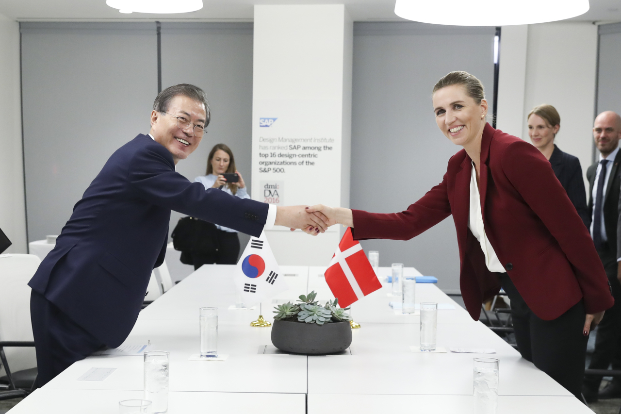 President Moon Jae-in (left) and Danish Prime Minister Mette Frederiksen. (Yonhap)