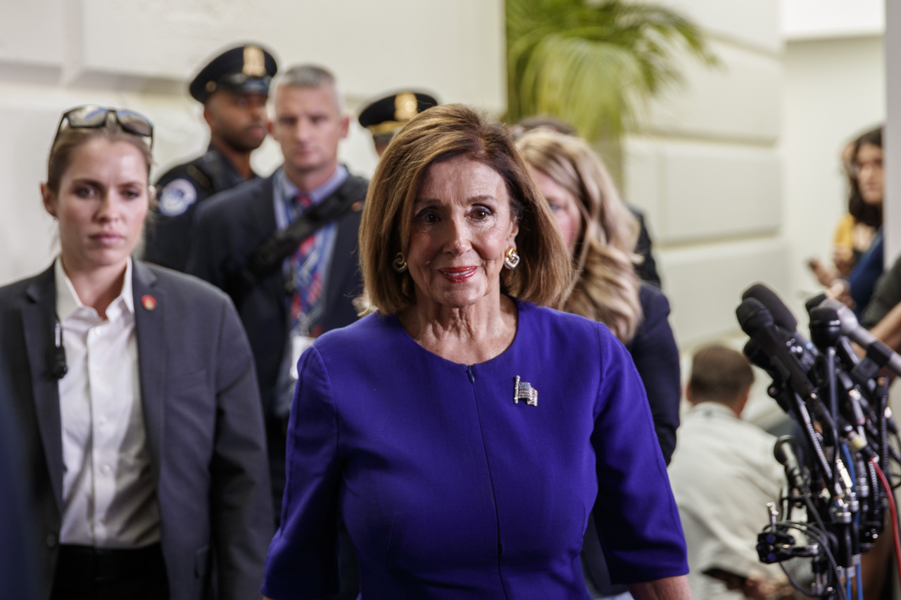 U.S. House Speaker Nancy Pelosi walks to her office on Capitol Hill in Washington D.C. Sept. 24. (Xinhua-Yonhap)