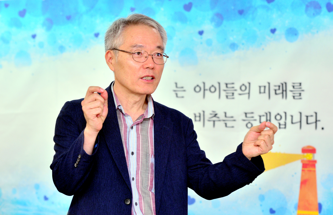 Song In-soo, co-chairperson of the World Without Worry About Shadow Education, speaks during an interview with the Koreal Herald at his office in Yonsan, Seoul. (Park Hyun-koo/The Korea Herald)
