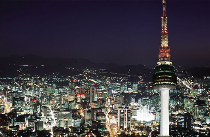 Nighttime view of the iconic N Seoul Tower in central Seoul (Yonhap)