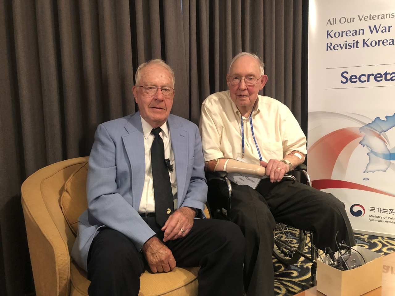 Korean War veterans Milton Walker (left) and Henry Schafer from the United States pose during a joint interview with The Korea Herald, in Seoul on Friday. (Jo He-rim/The Korea Herald)